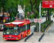 In Mexico City, the Metrobus BRT system carries roughly 250,000 people daily. It cuts workers' travel times and also helps to reduce carbon emissions (Photo: City Clock Magazine, Creative Commons via Flickr)