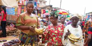 Women selling bananas in a street market (Photo: International Institute of Tropical Agriculture, Creative Commons via Flickr)